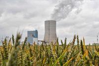 Förbränning av fossila bränslen som kol och olja är den största källan till utsläpp av växthusgaser i världen. På bilden syns det omdebatterade kolkraftverket Datteln 4 i Tyskland, det enda i landet som kopplats upp till elnätet sedan regeringens beslut att fasa ut kolkraften.