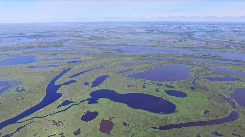 När permafrosten tinar bildas många nya vattendrag, som släpper ut oväntat mycket växthusgaser enligt en ny fältstudie i västra Sibirien.
