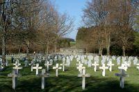 Efter den 22 augusti 1914 kantades slagfältet vid Anloy av stupade soldater och deras hästar. Många av dem är i dag begravda vid två av byns kyrkogårdar.