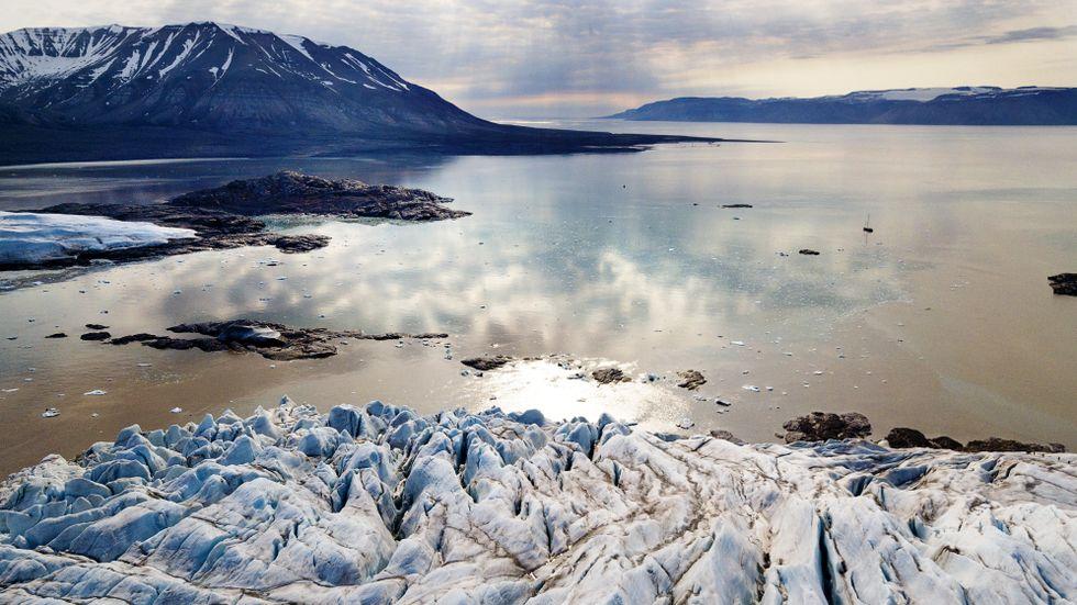 Den globala uppvärmningen märks mest i Arktis.