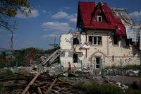 I en korsning vid byn Semjonovka utanför Slovjansk ligger skelettet efter ett hus där en landskapsarkitekt bodde. Han sålde bland annat trädgårdsplantor. Nu är hans livsverk krossat.