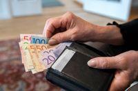 Vem får mer i plånboken? På måndag får vi veta allt. Arkivbild.