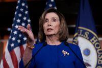 Representanthusets talman Nancy Pelosi avvaktar med att gå vidare i riksrättsprocessen.