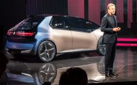 Allt ska vara återanvänt eller förnybart i de nya bilar som BMW-chefen Oliver Zipse planerar för.