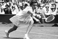 Doris Hart från en Wimbledon-match 1951.