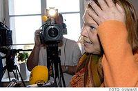 """""""Oj, är jag idrottsminister också?"""". Den nya kulturministern Cecilia Stegö Chiló fick beskedet av SvD:s reporter. Lite senare fick stadsminister Fredrik Reinfeldt beskedet att CeciliaStegö Chiló inte betalt tv-licensen på 16 år. Hon hade dessutom haft svart hemhjälp.Karriären som kulturminister blev kortast i svensk historia."""