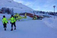 Räddningspådrag efter lavin som gick vid Riksgränsen.