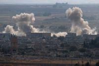 Rök stiger från Ras al-Ayn i norra Syrien efter attacker utförda av turkiska styrkor, tisdagen den 15 oktober.