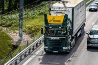 Testanläggning för elväg utanför Sandviken. Tanken är att lastbilstransporter skall kunna gå på el ute på stomvägnätet och med förbränningsmotor i övrigt.