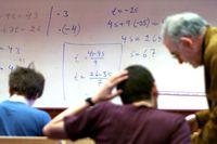 En färsk undersökning från Skolverket visar att bara drygt en tredjedel av lärarnas arbetsdag går till undervisning, skriver Peter Gudmundson, rektor vid KTH.