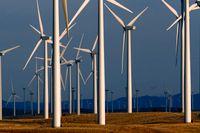 Förnybara energikällor som vind och sol fortsätter att växa snabbt i världen. Men det går för långsamt, enligt IEA. Bilden är från en vindkraftsfarm i Wyoming i USA.