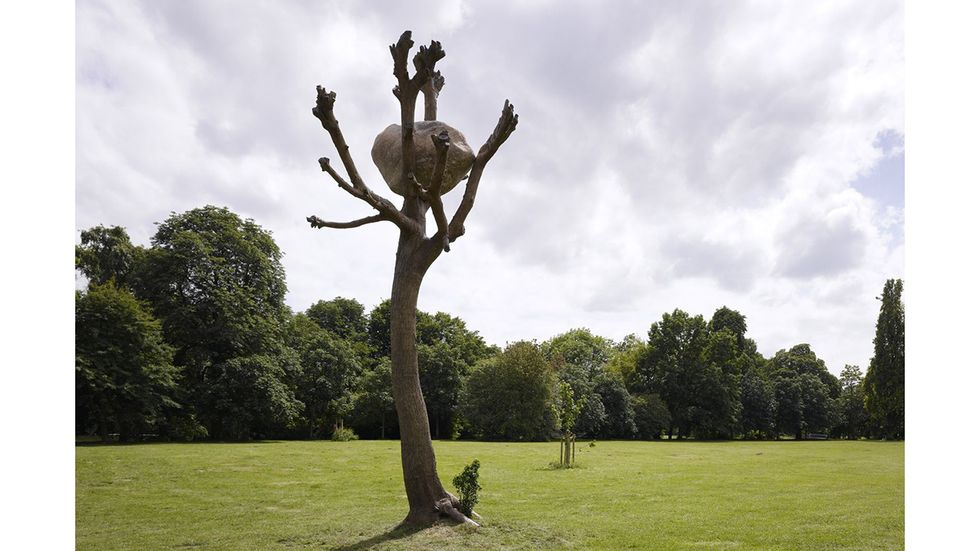 """Giuseppe Penones """"Idee di pietra"""" (idéer av sten) visades i Karlasaue-parken under Documenta 13, 2012. I sommar är det dags för Documenta 14, världens kanske mest avancerade och omfångsrika konstutställning."""