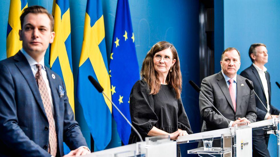 Per Olsson Fridh, Märta Stenevi, Stefan Löfven och Per Bolund på pressträffen.