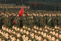 Bild från den nattliga paraden i huvudstaden Pyongyang i torsdags.
