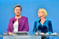 Ylva Johansson och Åsa Regnér på dagens presskonferens.