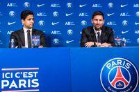 Leo Messi (till höger) och Nasser Al-Khelaifi, PSG:s ägare, när Messi presenterades som spelare för den franska storklubben.