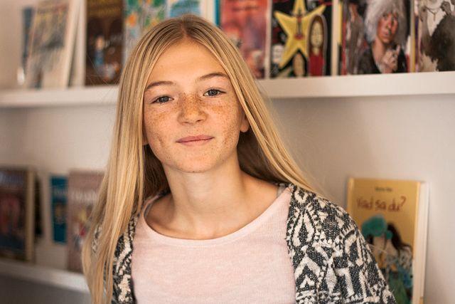 """Liv Sandberg, 12 år, har fått ökad läslust. """"Jag känner mig lite orolig när jag inte har någon bok med mig, och då säger jag till mamma och pappa: Vi måste gå till biblioteket eller åka till bokhandeln nu!"""""""