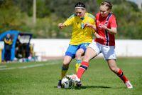 Sveriges Susanne Moberg och Norges Toril H Akerhaugen under tredjeprismatchen i Algarve Cup.