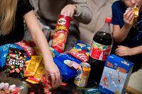 Att göra det lättare för människor att äta mer balanserat och hälsosamt är inte ett överdrivet förmynderi, utan tvärtom sund folkhälsopolitik, skriver artikelförfattarna.