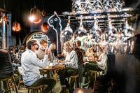 För inredningen på Portal bar står arkitekt- och designbyrån Claesson Koivisto Rune. I taket finns en gigantisk målning av illustratören Jesper Waldersten.