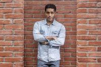 Alexander Karim (född 1976 i Uganda) är känd som skådespelare inom såväl film- som teatervärlden. Nu debuterar han också som författare.