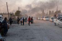 Syrier flyr angrepp från de turkiska styrkorna i nordöstra Syrien. Under onsdagen meddelade Turkiets president Recep Tayyip Erdogan att den militära operationen mot de kurdiska styrkorna inletts.