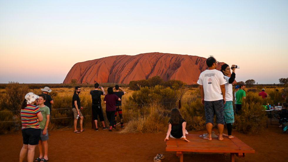 Australiens nationalklippa Uluru hör till de turistmål som australier snart kan upptäcka med hjälp av billigare flygbiljetter.