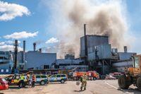 En stor brand spred sig på Arvika Gjuteri. Sent på eftermiddagen var den under kontroll.