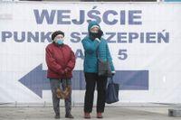 Vaccinationscentaler runtom i Polen får nu ökad skydd sedan flera har attackerats av vaccinmotståndare och till och med stuckits i brand. Arkivbild.