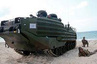 Åtta amerikanska soldater förmodas döda sen det amfibiska transportfordon de färdades i under en övning sjunkit. På bilden ett liknande fordon. Arkivbild.