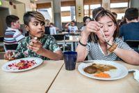 SvD testar skollunchen på Runstensskolan i Haninge. Trishul Bhurtu och Thao My Tran.