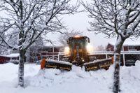 Det kan falla stora mängder snö i södra Norrland. Bilden är tagen från ett tidigare snöoväder i Bollnäs.