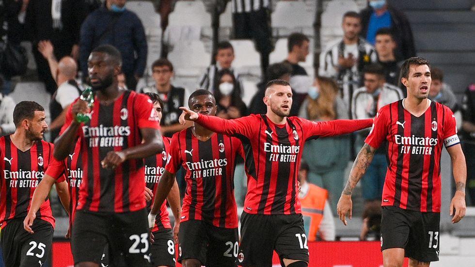 Milans Ante Rebic firar efter sitt kvitteringsmål mot Juventus.