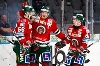"""""""Det rullar på med en stadig ström med mål. Med bra självförtroende tar man lite fler avslut och då blir det fler mål också"""", säger Simon Hjalmarsson (mitten). Här jublar han efter 3–0 målet mot Linköping"""