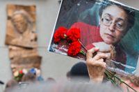 Den 7 oktober 2013 restes ett minnesmärke för att hedra Anna Politkovskaja utanför tidningen Novaja Gazetas kontor, som hon regelbundet skrev kolumner för.