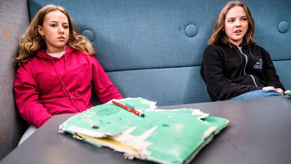 Sofia Kolb, 14 och Ida Salomonsson, 15, går på Johan Skytteskolan i Fruängen och är inte särskilt oroliga för coronaviruset.