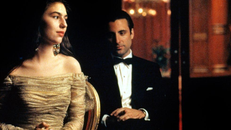 """Sofia Coppola och Andy García ser på Cavalleria rusticana i """"Gudfadern 3""""."""