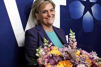 Eva Hamilton, som efterträder Christina Jutterström den 6 november, har bland annat arbetat på SvD, som korrespondent i Bryssel, inrikeschef på Aktuellt och nu senast som fiktionschef vid SVT. Hon är 52 år, bor på Värmdö, gift och har fyra söner med civilekonom Karl-Johan von Heland.