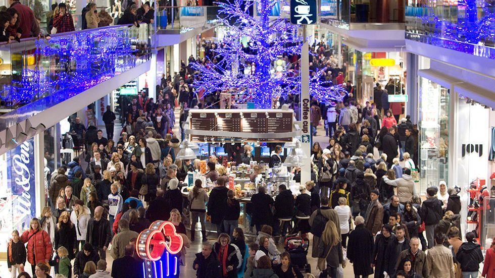 Julhandel i Gallerian i Stockholm.