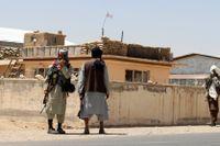 Talibaner håller vakt i Ghazni, sydväst om Kabul.