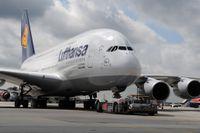 Lufthansa ska sälja tillbaka sex av sina 14 superjumboplan till Airbus.