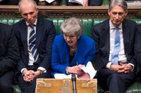 Theresa May under debatten i brittiska parlamentet inför misstroendeomröstningen.