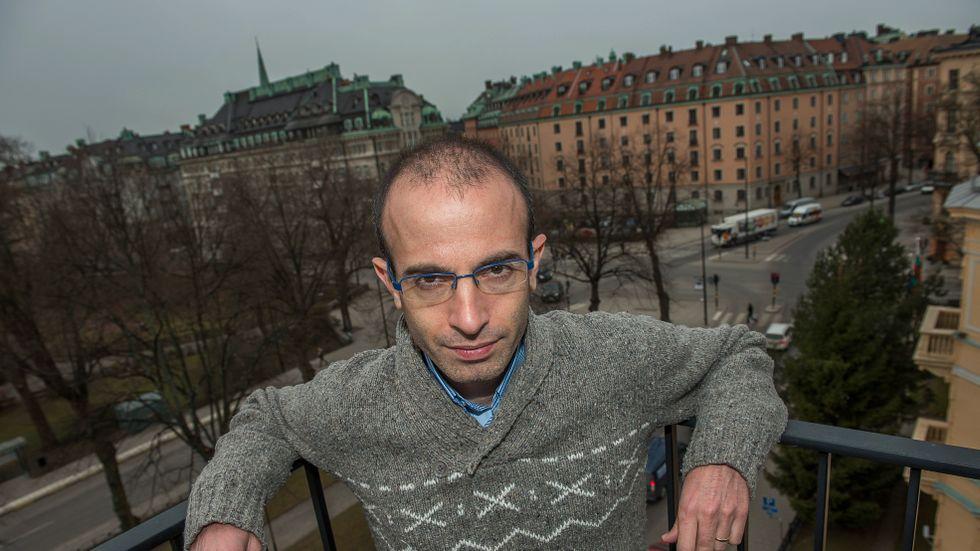 De globala nätjättarna vet mer om oss än vad vi själva gör, varnar den israeliske historikern Yuval Noah Harari. Hans botemedel? Att meditera.