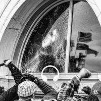 Demonstranter vid Kapitolium krossar rutor.