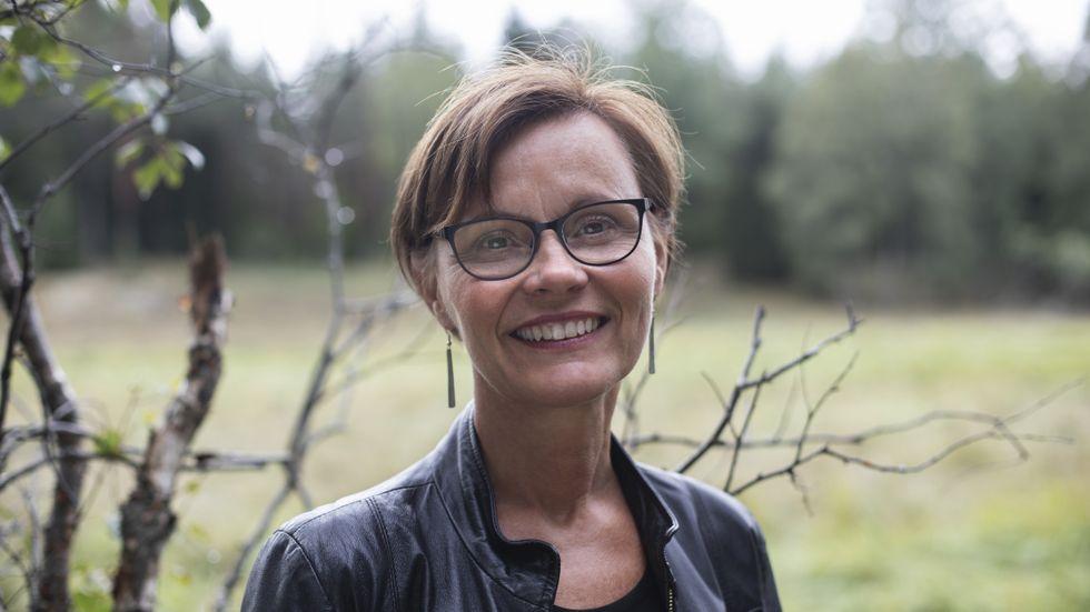 Pia Mariana Raattamaa Visén är född 1962 i Muodoslompolo, Tornedalen, men bor nu i Hälsingland. Hon är lärare och disputerade 2015 på en avhandling i språkdidaktik.