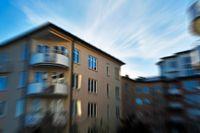 Det är bättre att höja avgiften lite varje år än jättemycket den dagen det är dags för en större renovering, råder Swedbank.