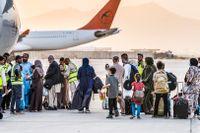 På torsdagen lämnade ett Qatar Airways-plan Kabul med destination Doha. Ombord fanns cirka 110 utländska medborgare, men inga svenskar.