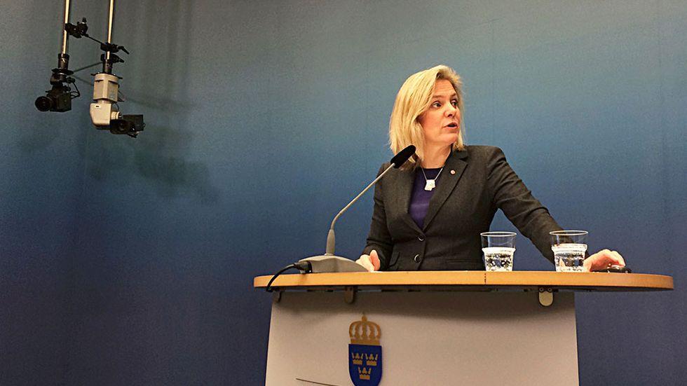 Finansminister Magdalena Andersson vill ersätta överskottsmålet med ett nytt balansmål.
