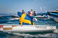 Josefin Olsson tog OS-silver i seglingens laser radial efter att ha kommit först i den avslutande medaljseglingen.