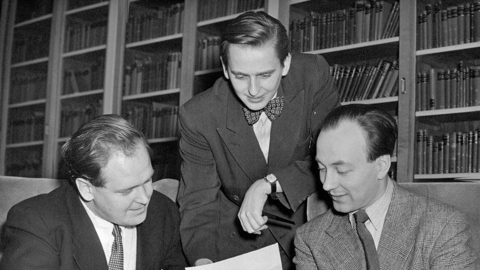Internationell studentkonferens i Stockholm december 1950. SFS:s ordförande Bertil Östergren med Olof Palme och Jarl Tranaeus.